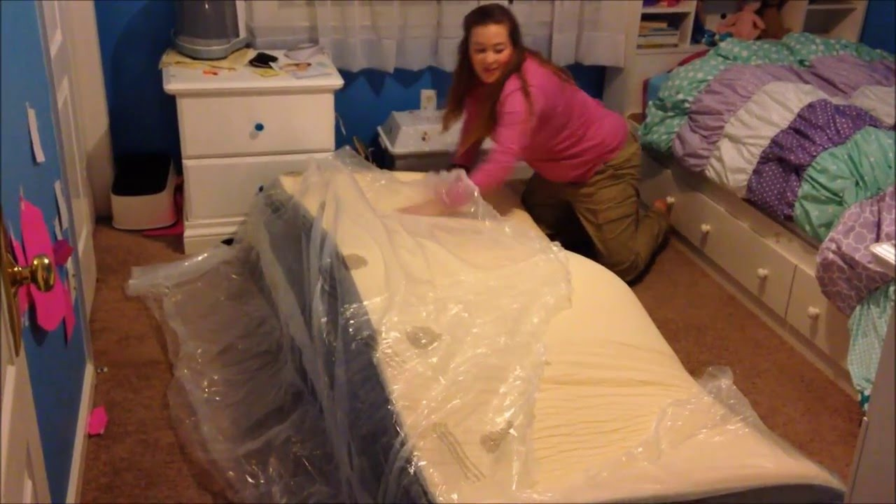 Unboxing A Compressed 12 Deep King Sized Memory Foam Mattress Bed In Box
