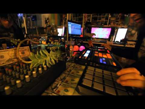 Thanksgiving Set 2015 - CizreK a.k.a Zom-B - Beatbox & Synth Looping