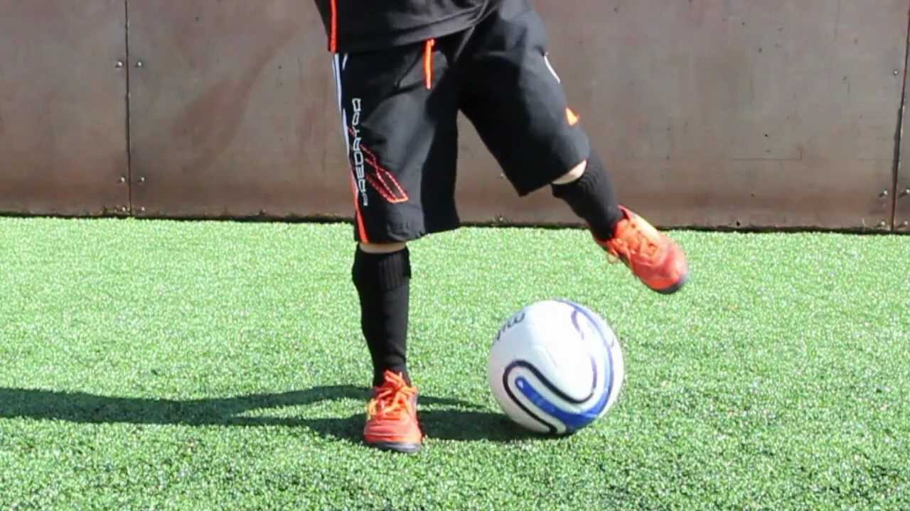 How should a complete beginner practice freestyle football ...