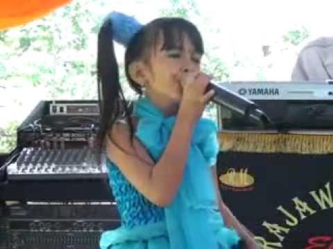 Penyanyi Cilik Bersuara Emas Asal Samarinda - Rajawali Music