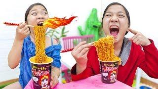 Thi Ăn Mỳ Cay Hàn Quốc ❤ Hà Vy Lanh Chanh Đòi Quyển Vở blackpink - Trang Vlog