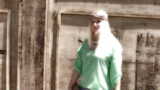 Summer Time Outfit Of The Day | Mint Blouse & DIY Jean CutOff Shorts Thumbnail