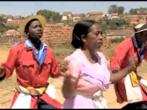 Hiragasy Sahondrafina Krizy 2002