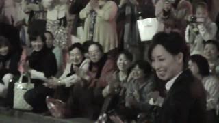 2010年5月30日東京宝塚劇場花組千秋楽、真飛聖さんの出待ちです。
