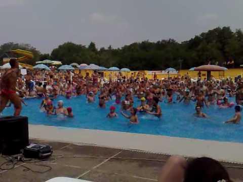 Acquagym piscine al gabbiano 11 07 2010 2 di 3 youtube for Piscina limbiate