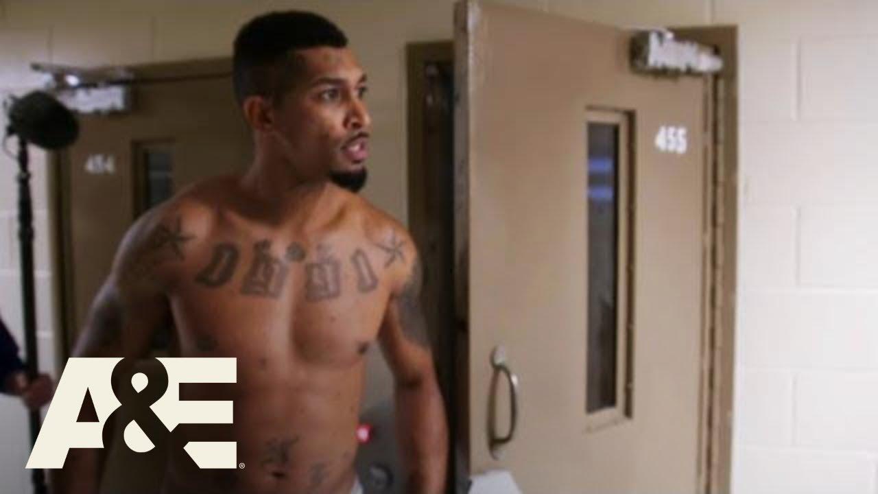 Download 60 Days In: Inmates Suspect the Camera Crew Are Police, Season 6, Episode 16 Recap | A&E