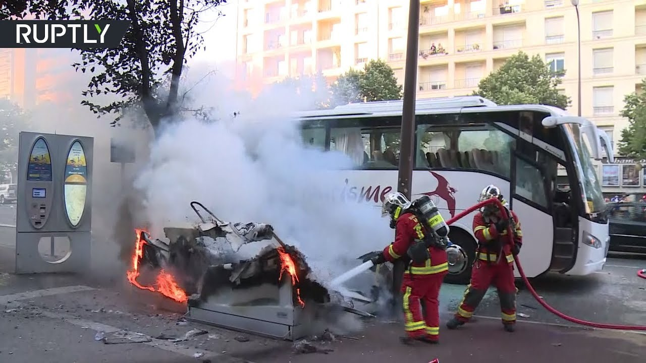 Беспорядочное веселье: в Марселе полиция разогнала разбушевавшихся болельщиков