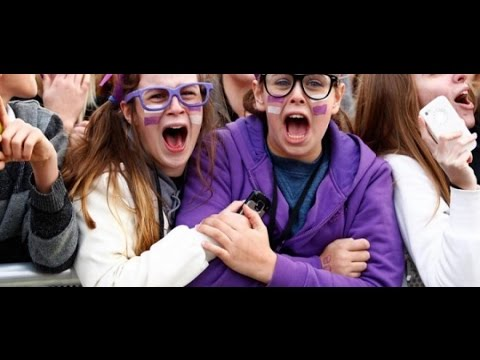 Justin Bieber ● Surprises Fans (Crazy Reactions) ● 2017 ● HD