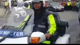 Paspampres Presiden Jokowi Tiba - Tiba Turun Dari Mobil Ada Apa? | TrendsID
