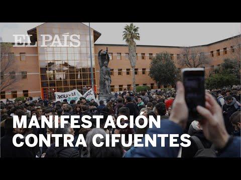 CASO CIFUENTES: Cientos de estudiantes se manifiestan en la Universidad Rey Juan Carlos | España
