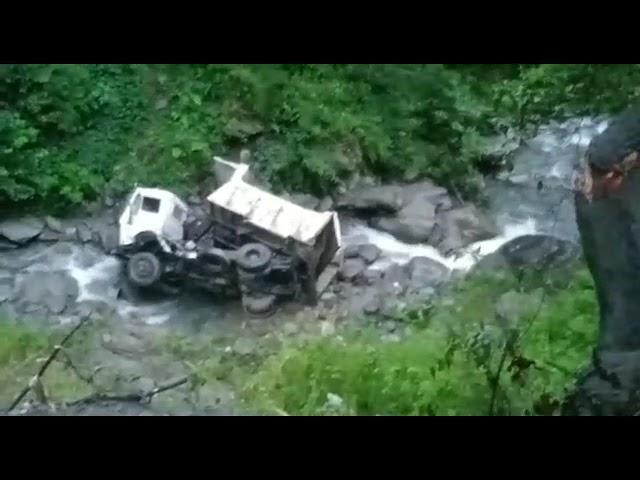 चम्बा ! चुराह उपमंडल में एक टिप्पर हुआ दुर्घटनाग्रस्त, चालक गंभीर रूप से घायल !