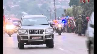Kwaheri Paapaa: Hundreds along Entebbe road bid farewell to the Pope