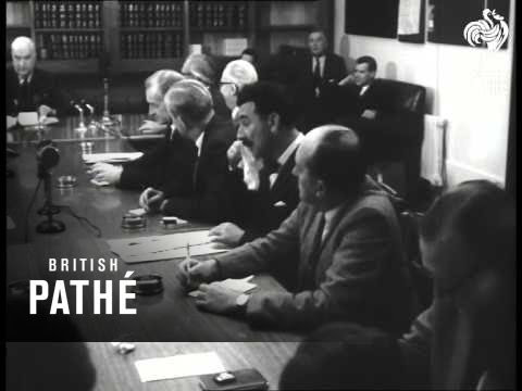Menzies Returns To Australia  (1962)