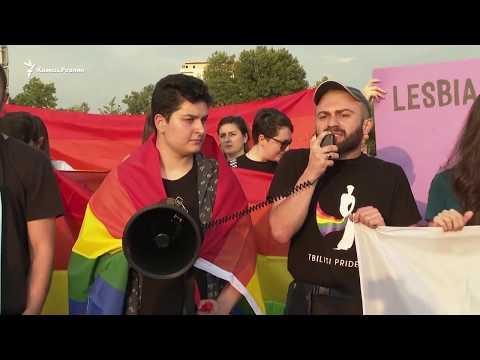В Тбилиси противники ЛГБТ столкнулись с протестующими против власти. Чем это закончилось?