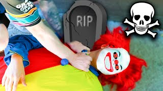 ENCUENTRO AL PAYASO ASESINO MUERTO !! *lo han asesinado* Exi