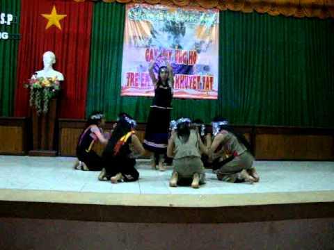 múa chiều lên bản thượng.sinh viên lớp 33MN CDSP Vĩnh Long