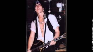 Watch Izzy Stradlin Pick Up The Phone video