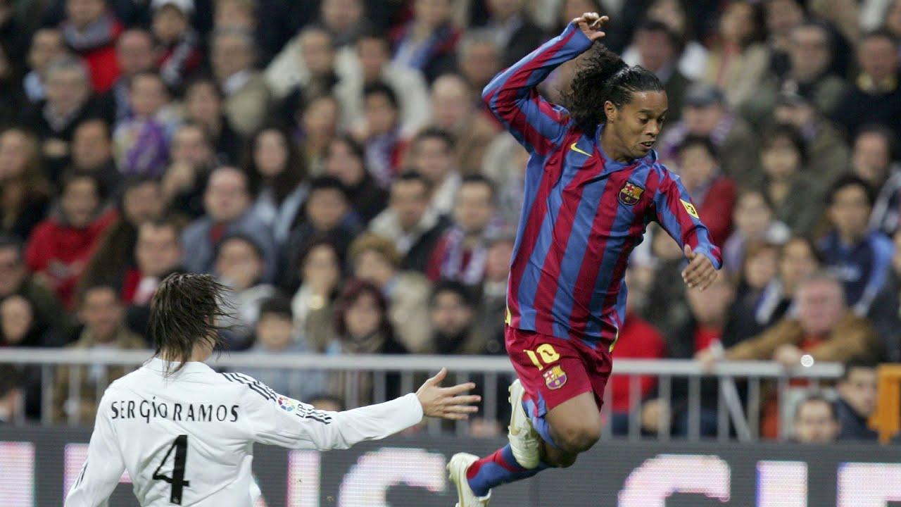 Ronaldinho, captado en fiesta con mujer sobre sus hombros