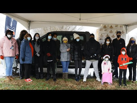 Joey Logano Foundation, Ford Performance & Hailie Deegan Deliver Holiday Hams & Face Masks in NC