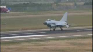 pla s j10 fighter demonstrates excellent manuverbility 歼10的优秀机动性展示