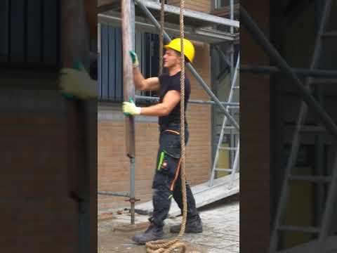 Men at WORK, outside