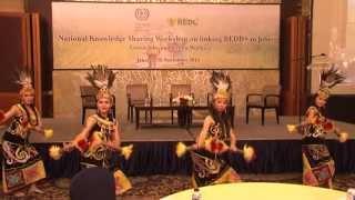 Download Mp3 Tari Giring-giring Dayak -sanggar Yudha Asri@grand Indonesia, Jakarta 28/11/2013
