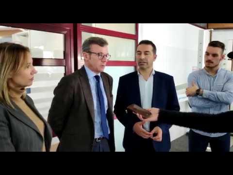 Alfonso Rueda visita la piscina olímpica de Cervo