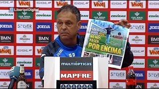 Joaquín Caparrós rompe la portada del diario 'Marca' en rueda de prensa