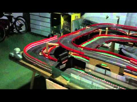 Prueba de camiones fly en circuito Scalextric analogico con pitlane real