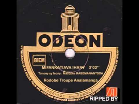 Troupe d'Analamanga - Mifankatiava ihany  (Rabemanantsoa Nacques) thumbnail