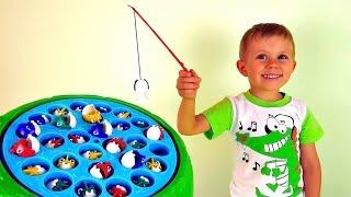 Видео для детей - Малыш Даник играет в рыбалку. Игрушки развивающие ловкость и внимание