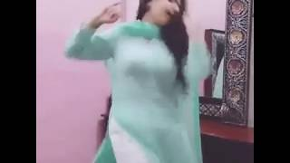 Kashmiri girl dance at home, kashmiri girl viral video on tiktok