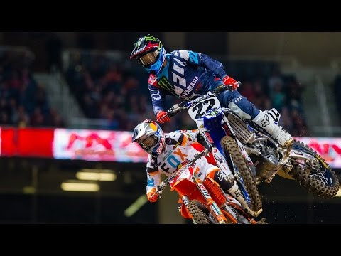 Chad Reed holds up Ryan Dungey in St. Louis - Monster Energy Supercross 2017