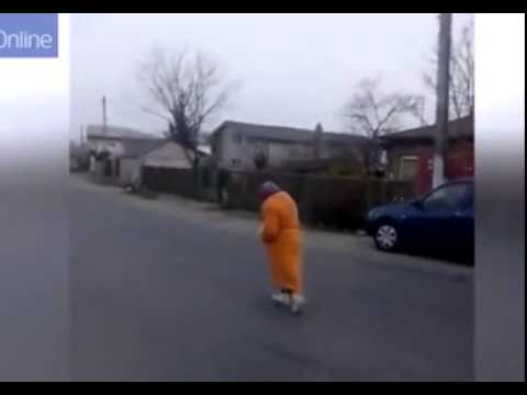 Homeless Woman Attacked in Broad Daylight by a Gang of Thugs! Must See !!!