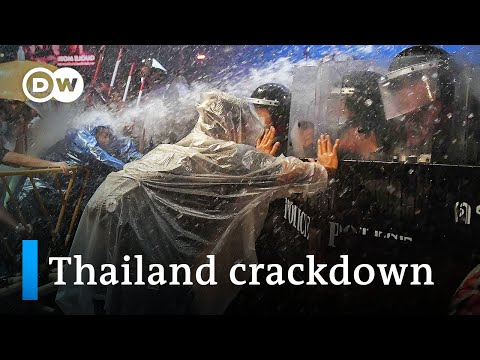 Thailand: Protesters clash with police in Bangkok | DW News