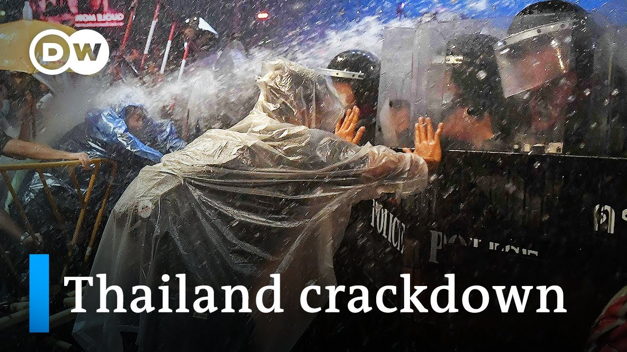 Download Thailand: Protesters clash with police in Bangkok | DW News