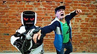 Мы отправились на поиски пропавшего миллионера, но нас схватил злой робот