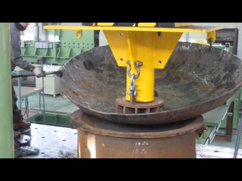 Hydraulic press without manipulator