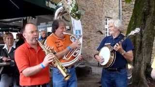 "Friends of Dixieland play ""Struttin"