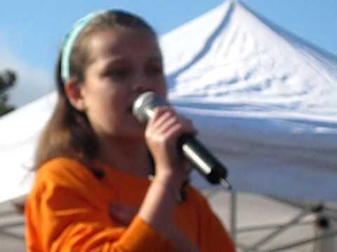 JDRF Chicago walk Aubrey singing national anthem
