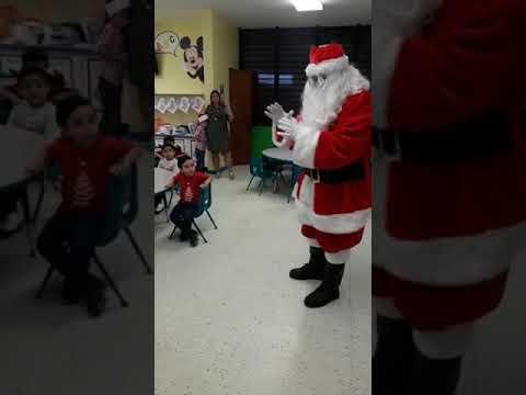 Santa Claus Visita Escuela Pepita Arenas en Caguas