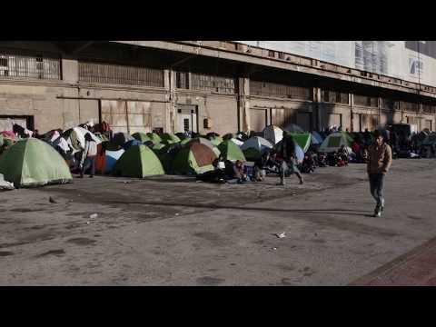 ΑΘΗΝΑ: ΠΡΟΣΦΥΓΕΣ ΣΤΟ ΛΙΜΑΝΙ ΠΕΙΡΑΙΑ / ATHENS: REFUGEES AT PIRAEUS PORT (2015-16) #13