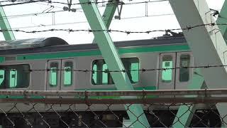 行き交う常磐線ファミリー 常磐線の緩行線(地下鉄千代田線直通)と快速電車と常磐線普通列車