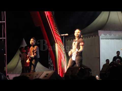 Judika Sihotang Nyanyi 'Tilo-tilo' Di Karnaval Kemerdekaan Pesona Danau Toba 2016