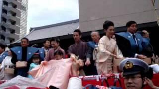 2010年2月3日。巣鴨とげぬき地蔵高岩寺において今年も豆まきが行われま...