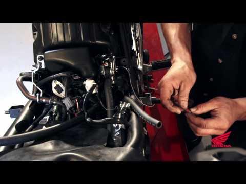 CBR250R Race Kit Installation: Installing the Dynojet Fuel Management System
