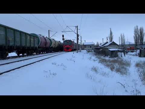 ЭД9М-0241 с пригородным поездом Поворино-Таловая