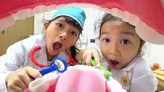 歯医者さんごっこ☆お口がくさ~い!歯のクリーニングと歯磨き練習しましょう!himawari-CH thumbnail