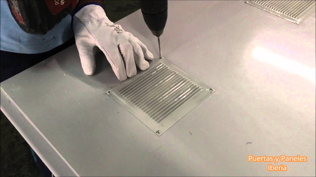 C mo instalar rejillas de ventilaci n en puertas multiusos youtube - Rejillas de ventilacion para banos ...