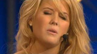 """För kärlekens skull,  Molly Sandén singing on """"Så ska det låta"""""""